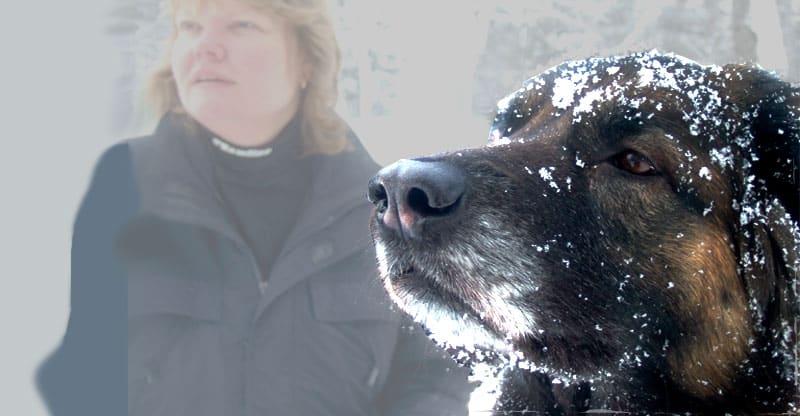 Hunden Astra med sin matte