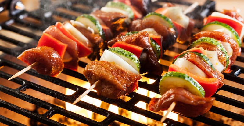 Grillpinnar med kött och grönsaker